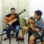 học viên học guitar
