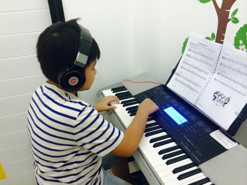 Lớp học organ tại Trường Âm Nhạc Việt Thanh