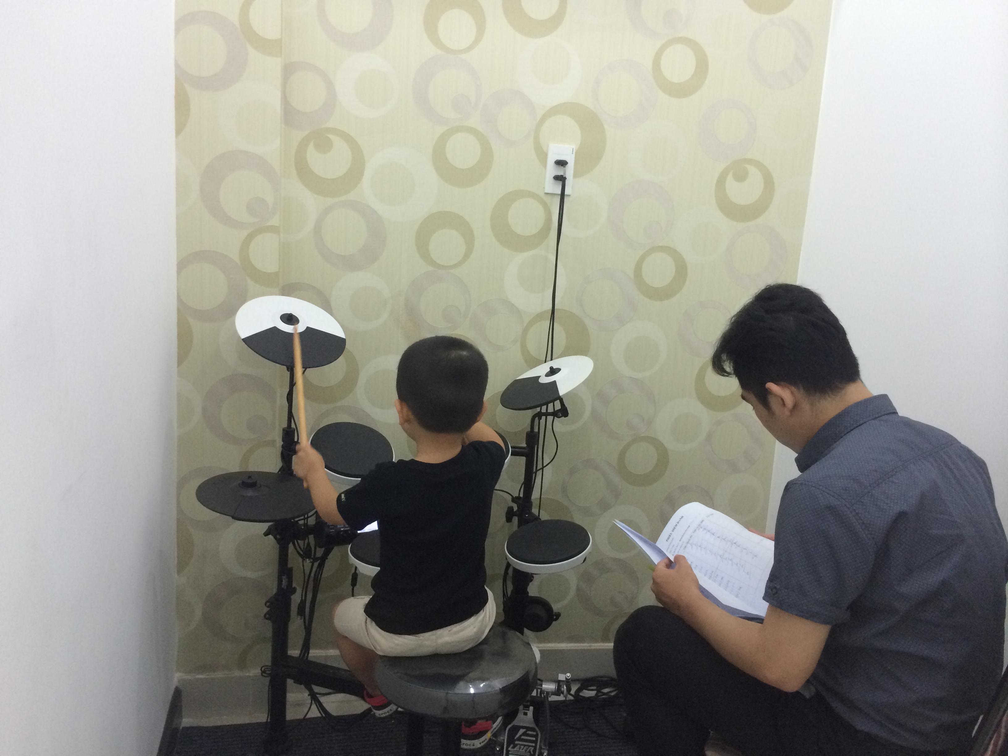 học chơi trống