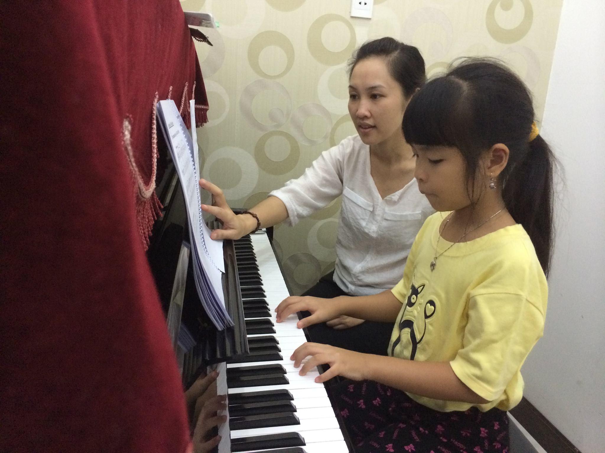 Lớp dạy Piano cho trẻ em thuộc độ tuổi thanh thiếu niên