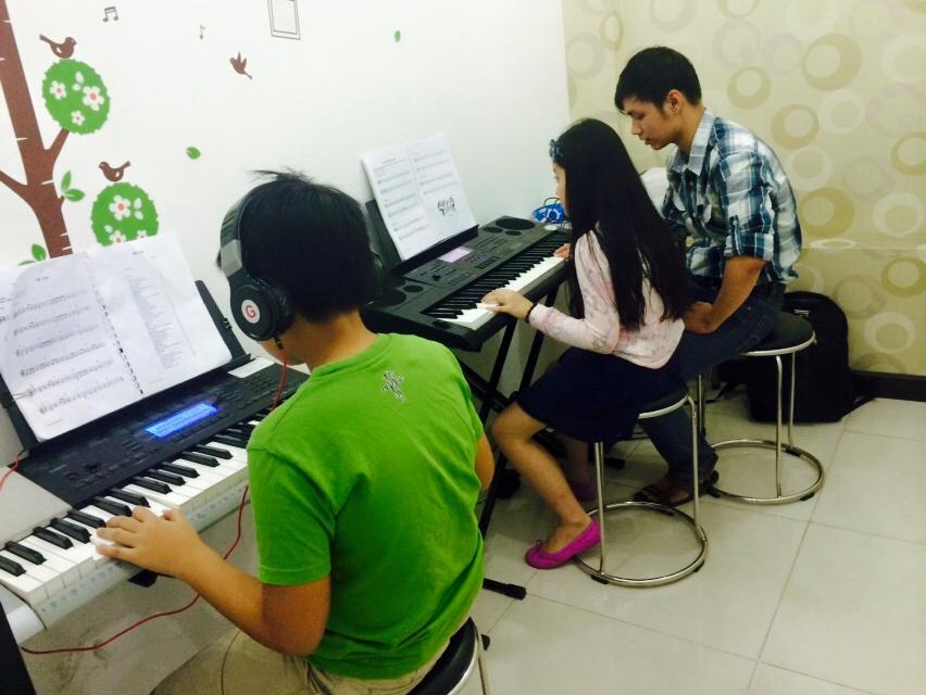 Lớp dạy đàn organ 01 kèm 02