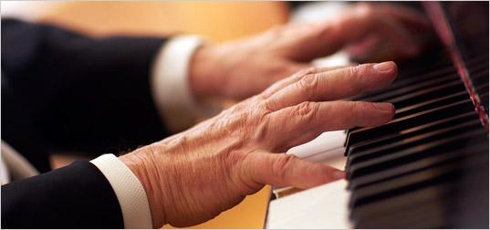 học chơi piano