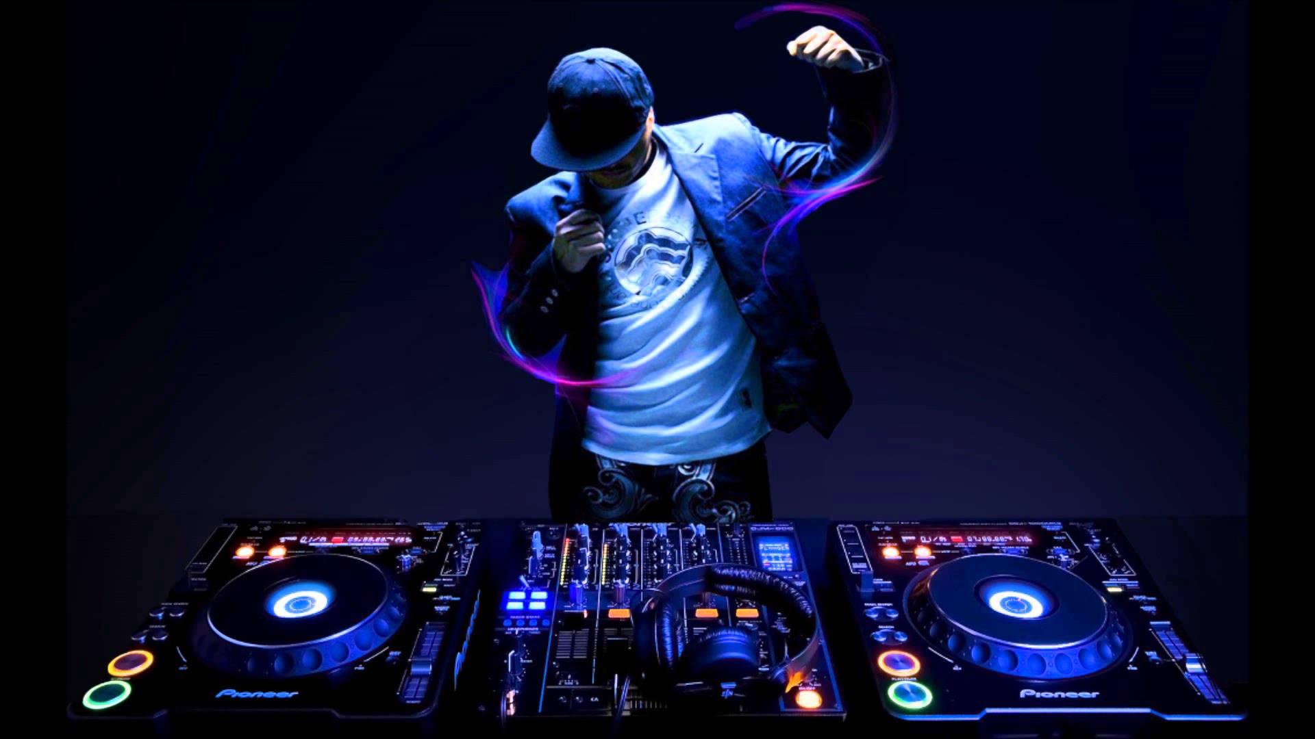 Producer (nhà sản xuất nhạc) tạo ra các bản nhạc trong các studio bằng các phần mềm và thiết bị điện tử của mình. Họ tạo ra các sản phẩm nhạc của ...